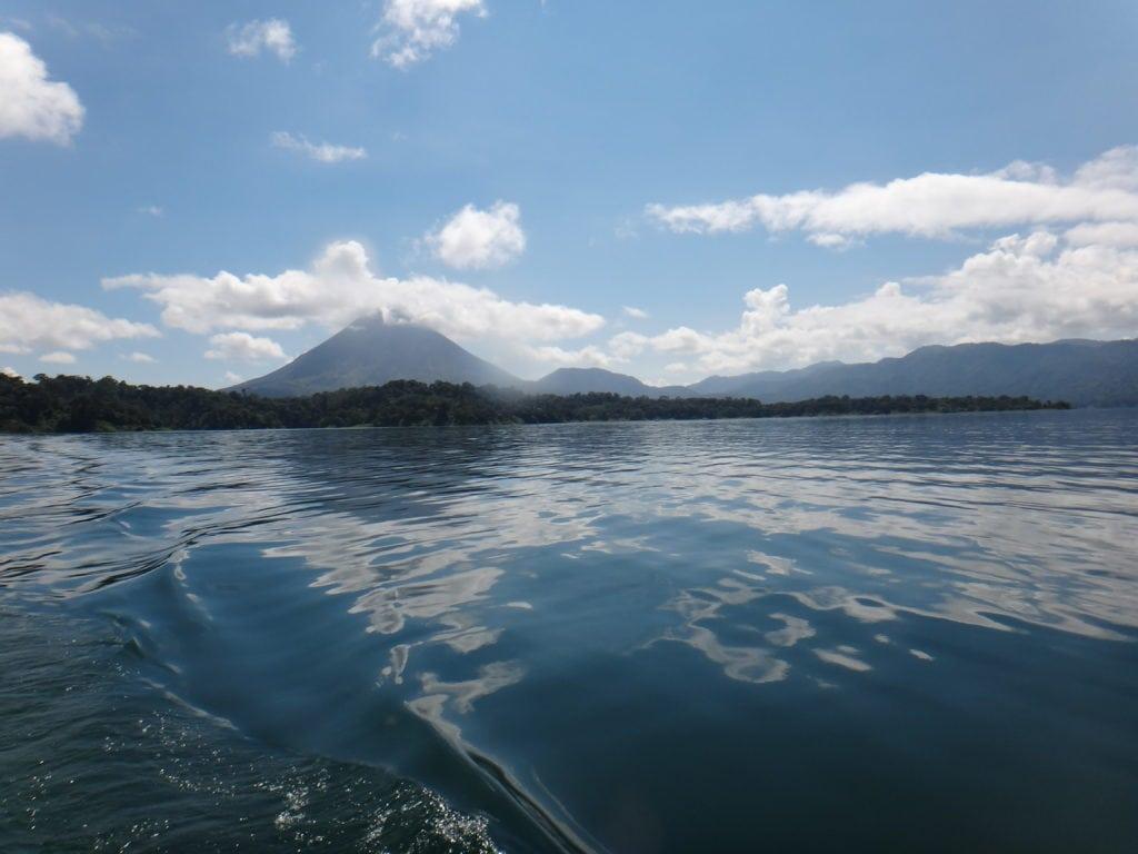 El arenal vanaf het meer