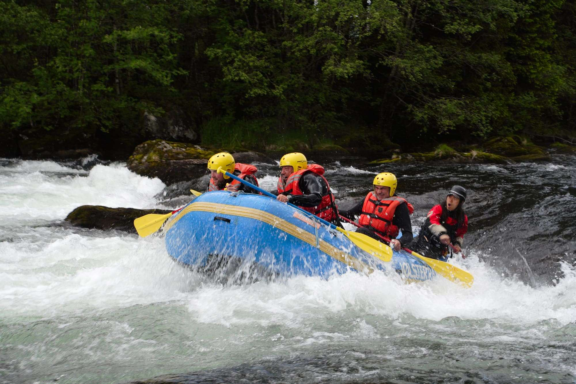 Rafting Tully River